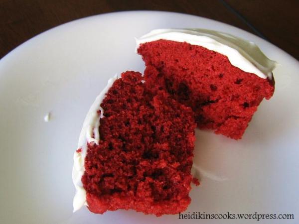 Red Velvet Cupcakes_062009