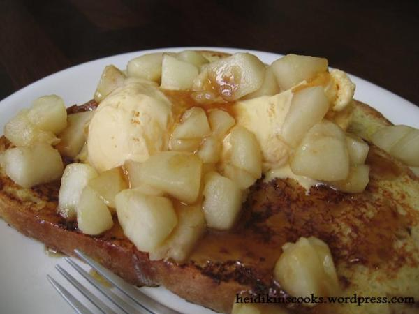 Vanilla French Toast with Carmelized Pears_102009