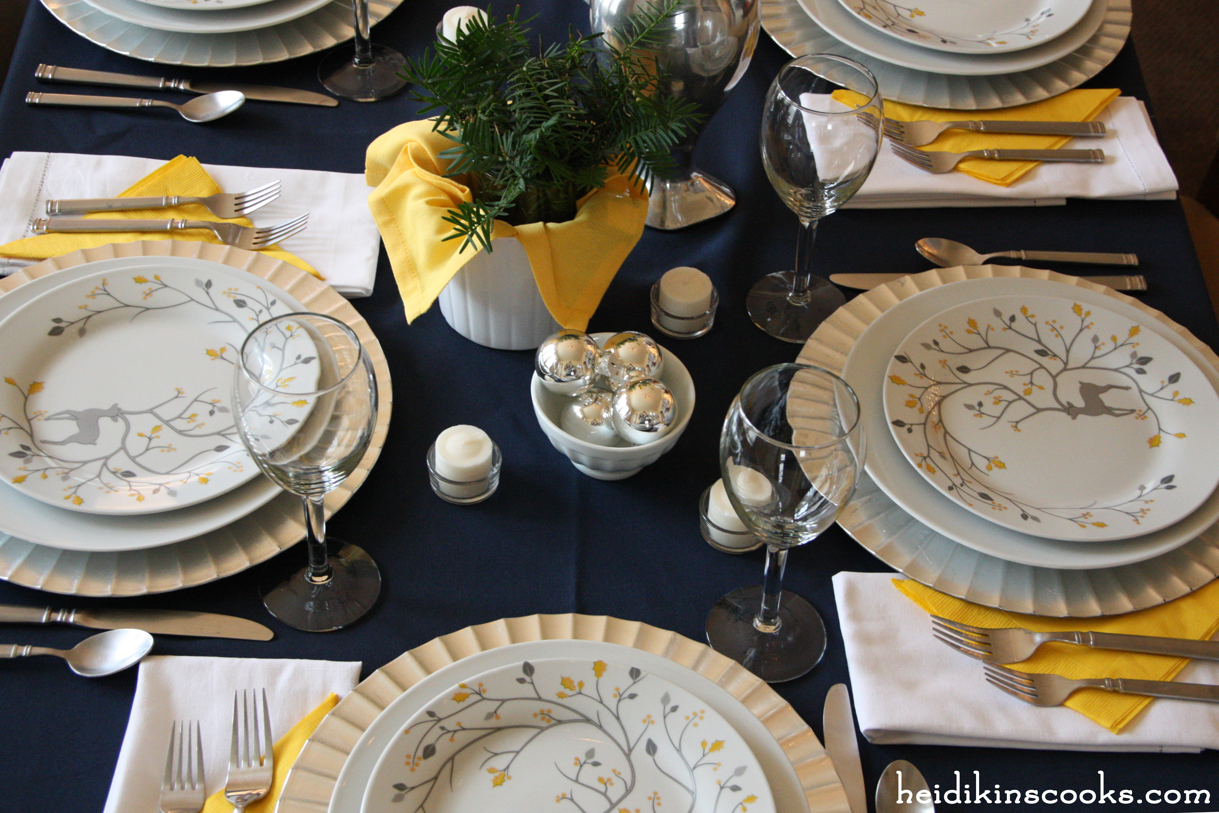 Setting a nontraditional but festive Christmas table | heidikins cooks
