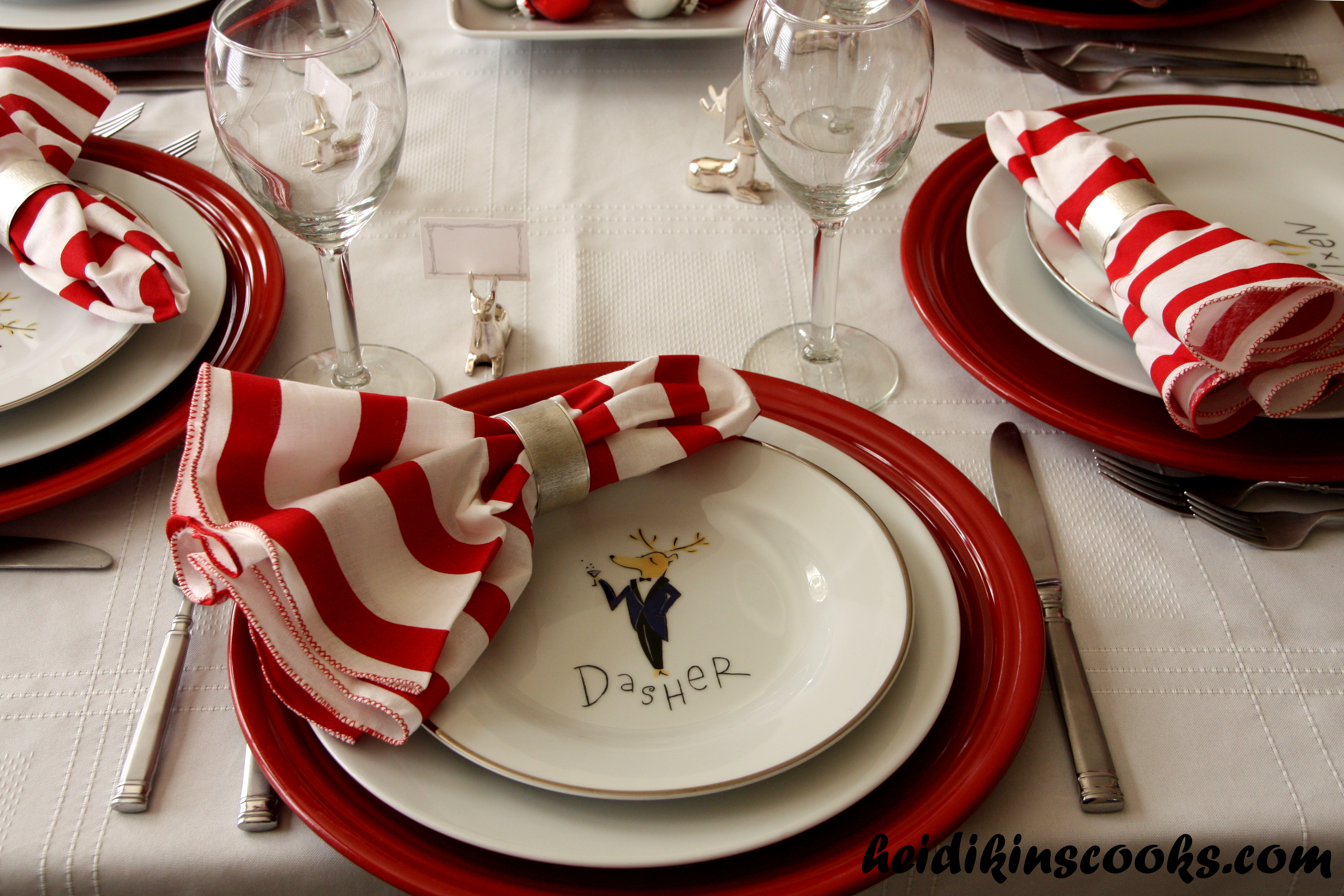 Setting a christmas table with pottery barn reindeer - Pottery barn christmas  plates .