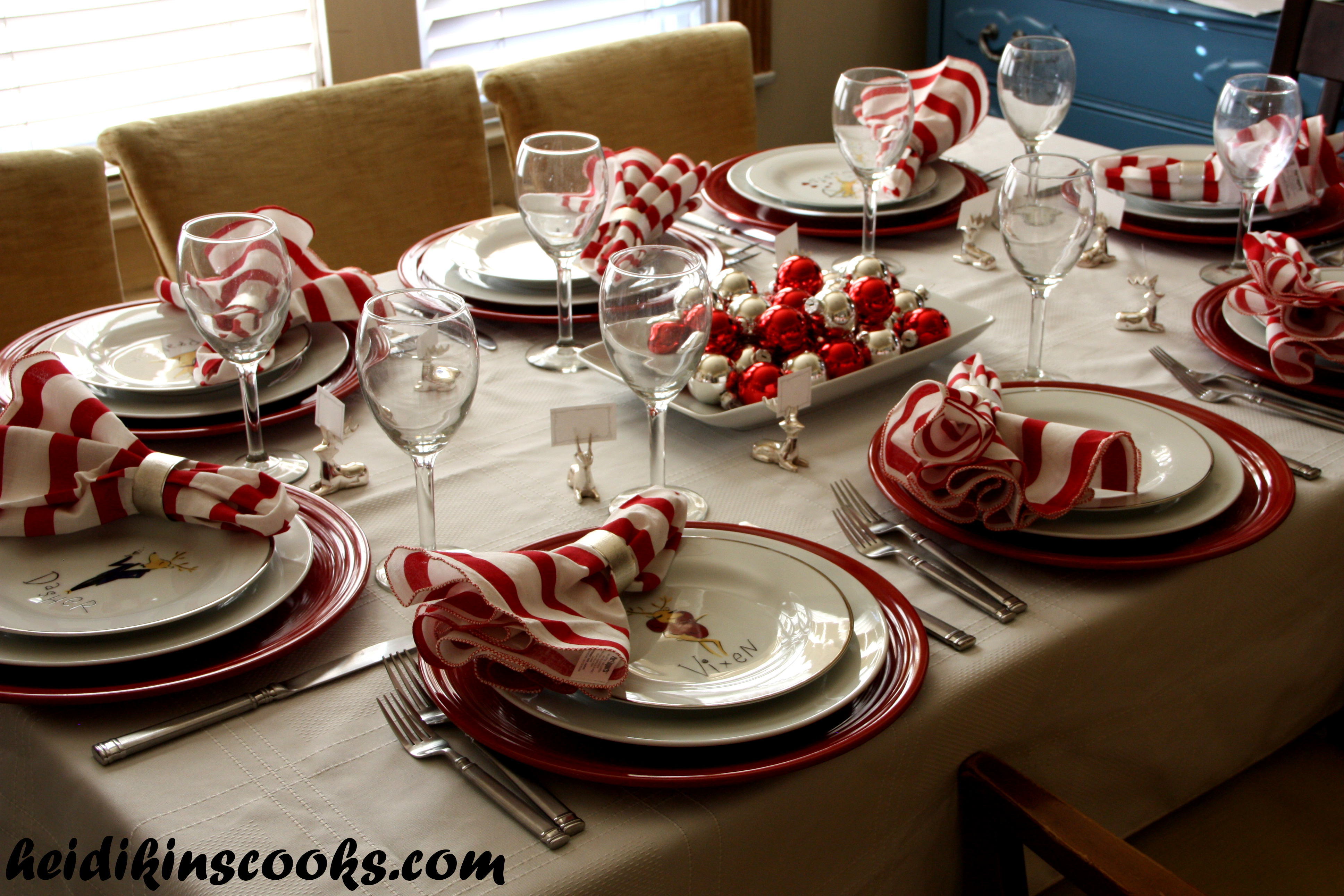 setting a christmas table with pottery barn reindeer plates heidikins cooks. Black Bedroom Furniture Sets. Home Design Ideas