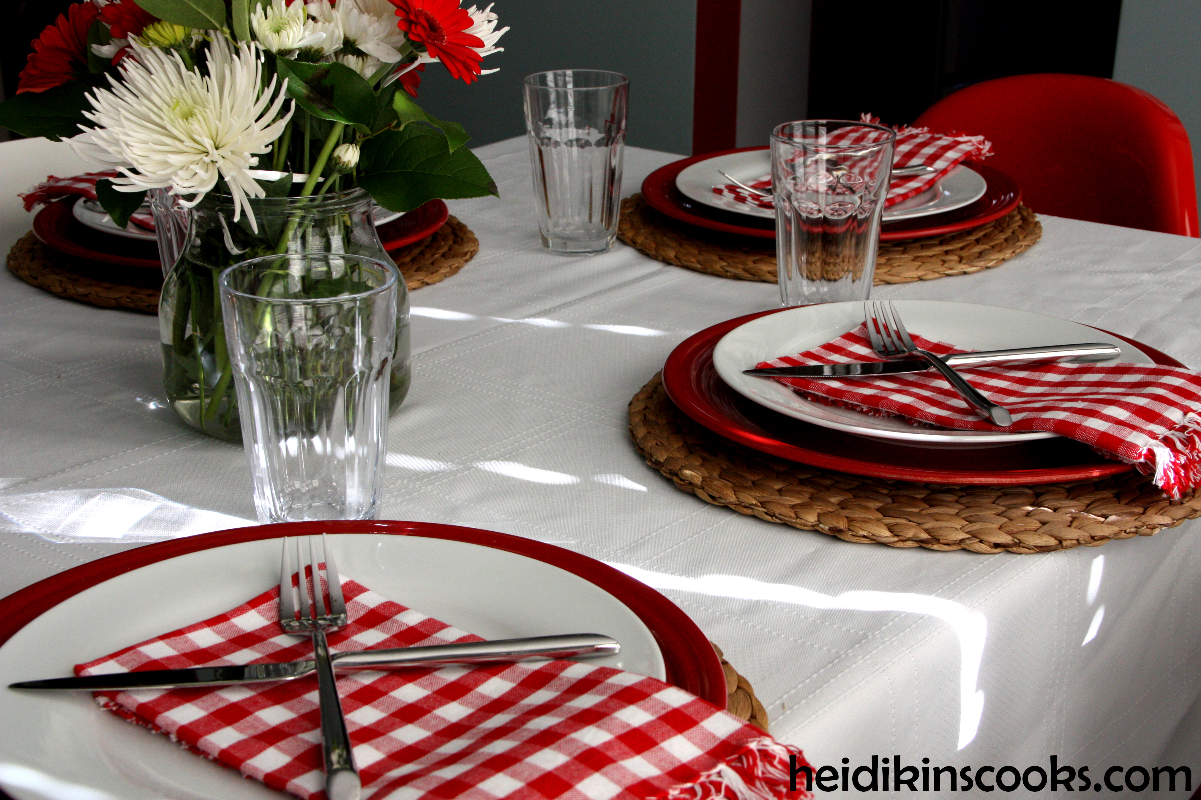 Casual Valentine\'s Day Table Setting | heidikins cooks
